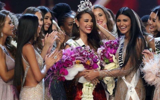 Miss Philippines Catriona Gray reacts after being crowned Miss Universe during the final round of the Miss Universe pageant in Bangkok, Thailand, 17 December, 2018. Photo: Reuters   #missworld #thailand #pageant